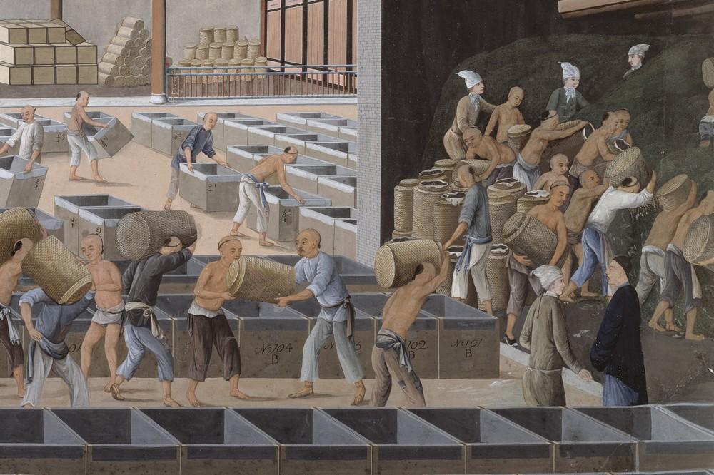 1700-talsmålning där västerländska och asiatiska människor arbetar i ett lagerhus.